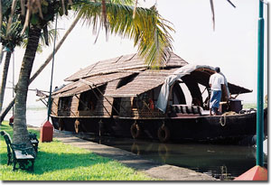 casa flotante en los backwaters