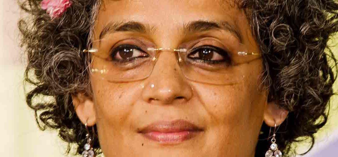 Quien es Arundhati Roy