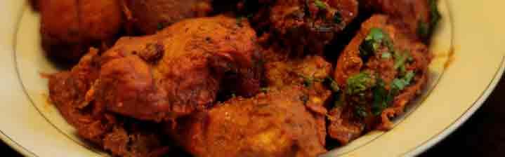 Chicken o pollo Tikka en la cocina de Punjab, India