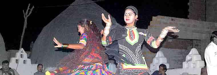 Baile Kalbelia, baile de los  encantadores de serpientes