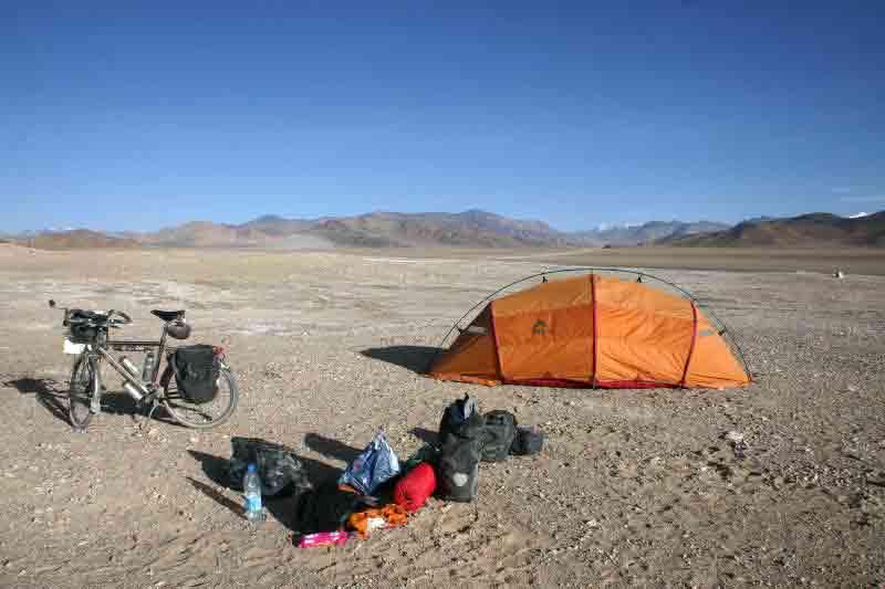 Viajero en bicicleta en Aksai Chin