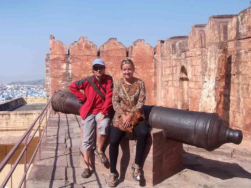 Posando sobre un cañón del Fuerte Meherangarh