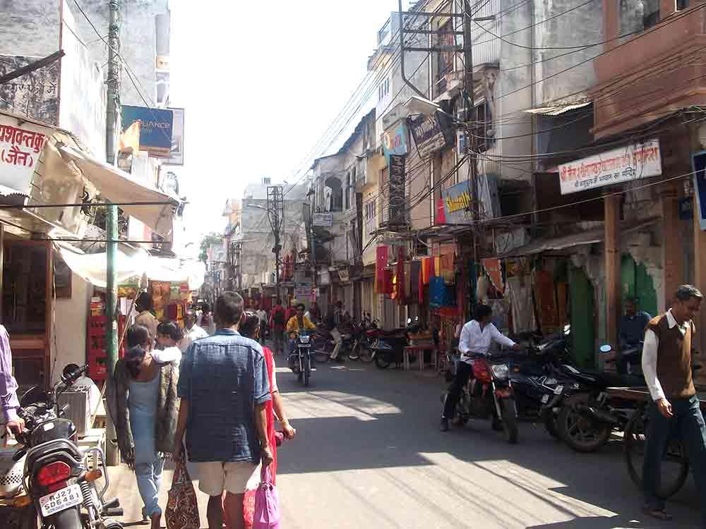 Gente en Calle de Udaipur