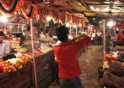 Dentro de un bazar de Jaipur