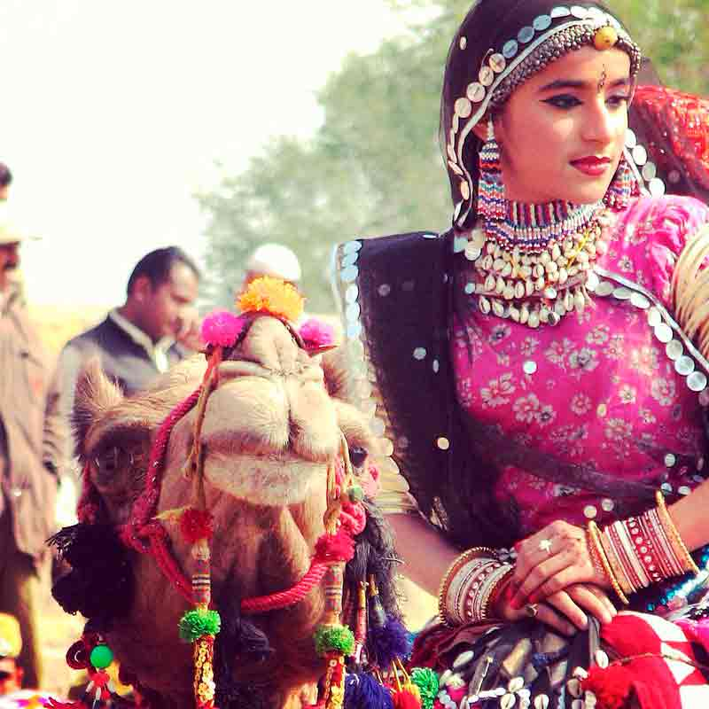 Mujer en el Festival del Desierto de Jaisalmer