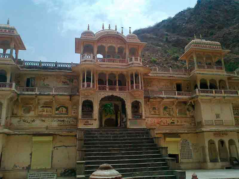 Fachada templo Galtaji