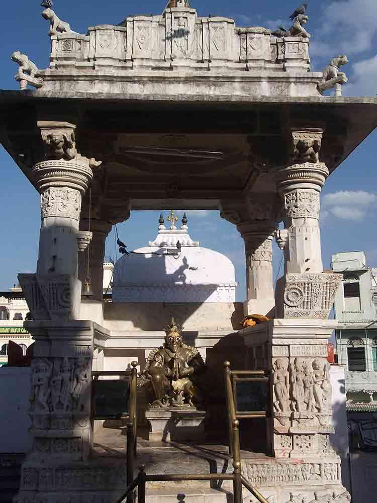 Altar en el templo Jagdish