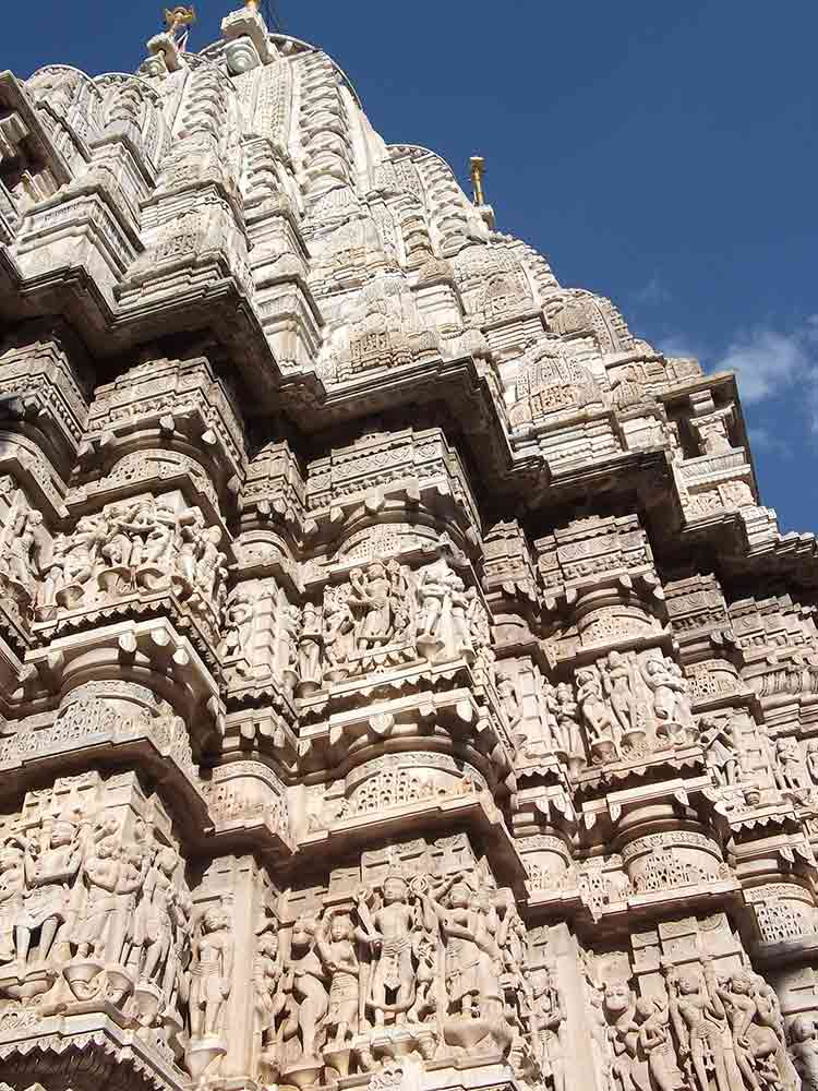 Exterior tallado del templo Jagdish