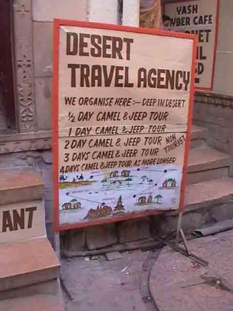 Cartel de agencia de viajes en Jaisalmer