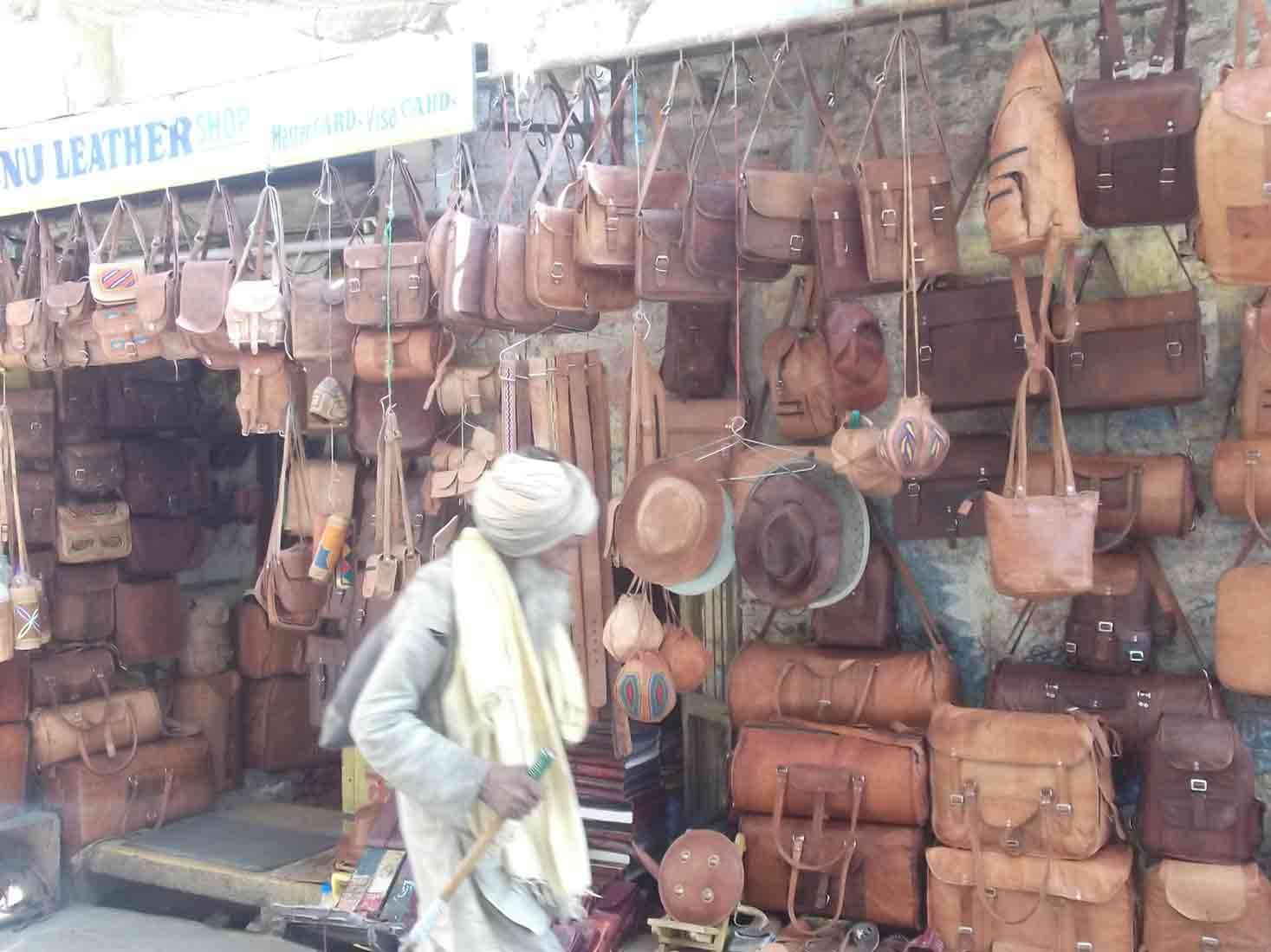 Tienda de bolsos de cuero en Jaisalmer
