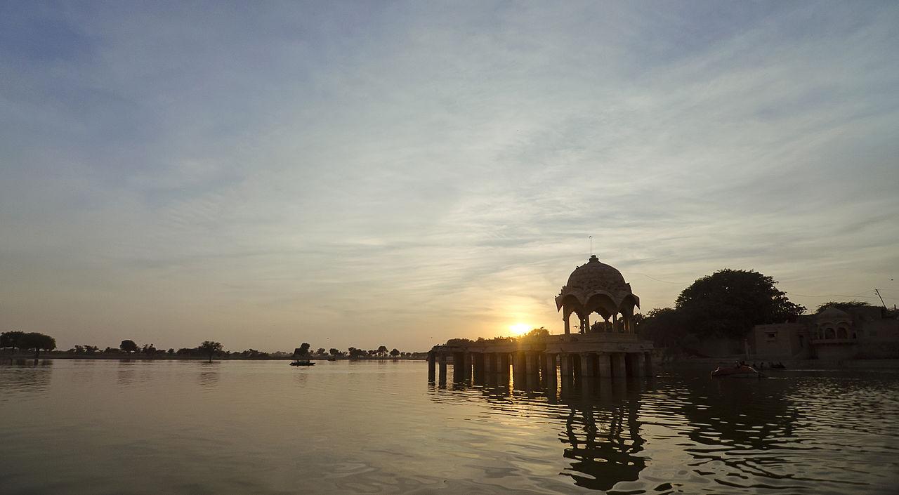 Puesta de Sol en Lago Gadsisar