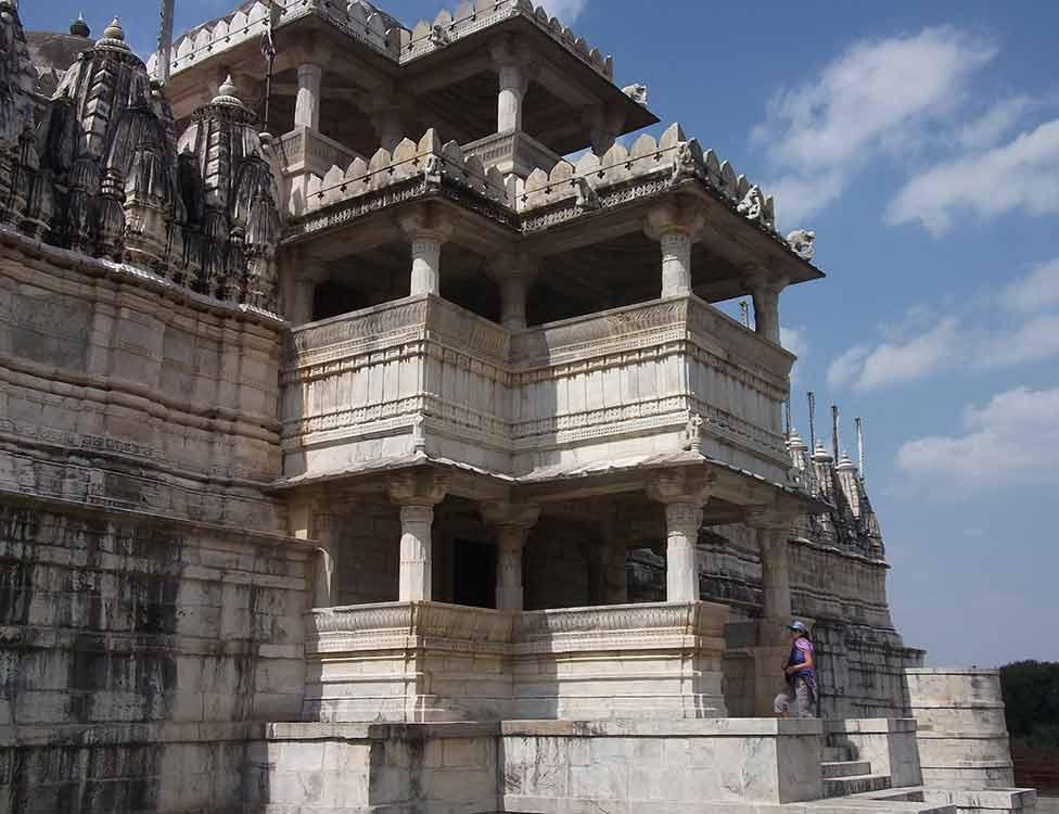 Entrada templo de Ranakpur