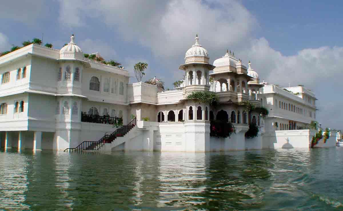 Fachada Palacio del Lago