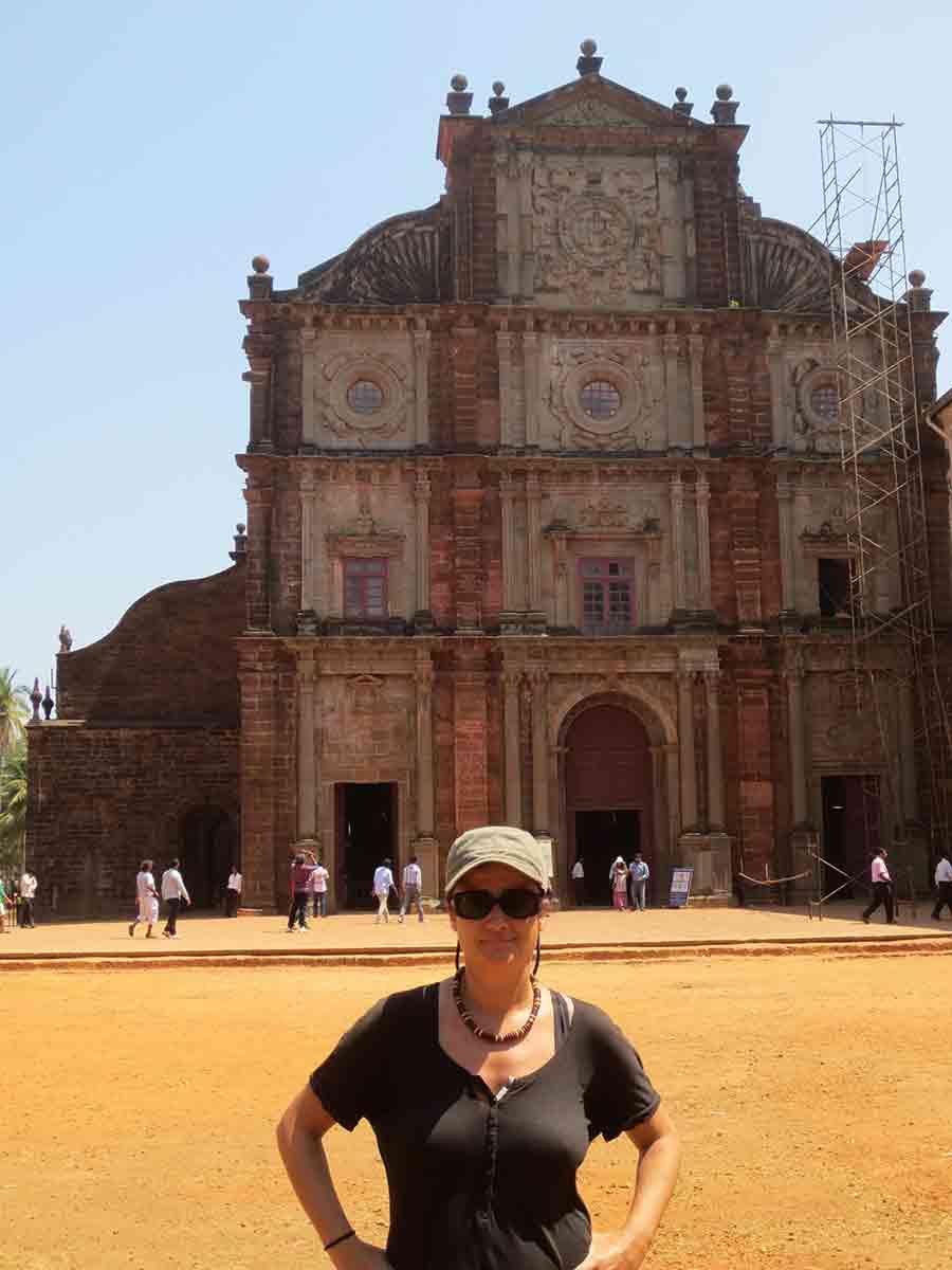 Fachada Basílica Buen Jesús