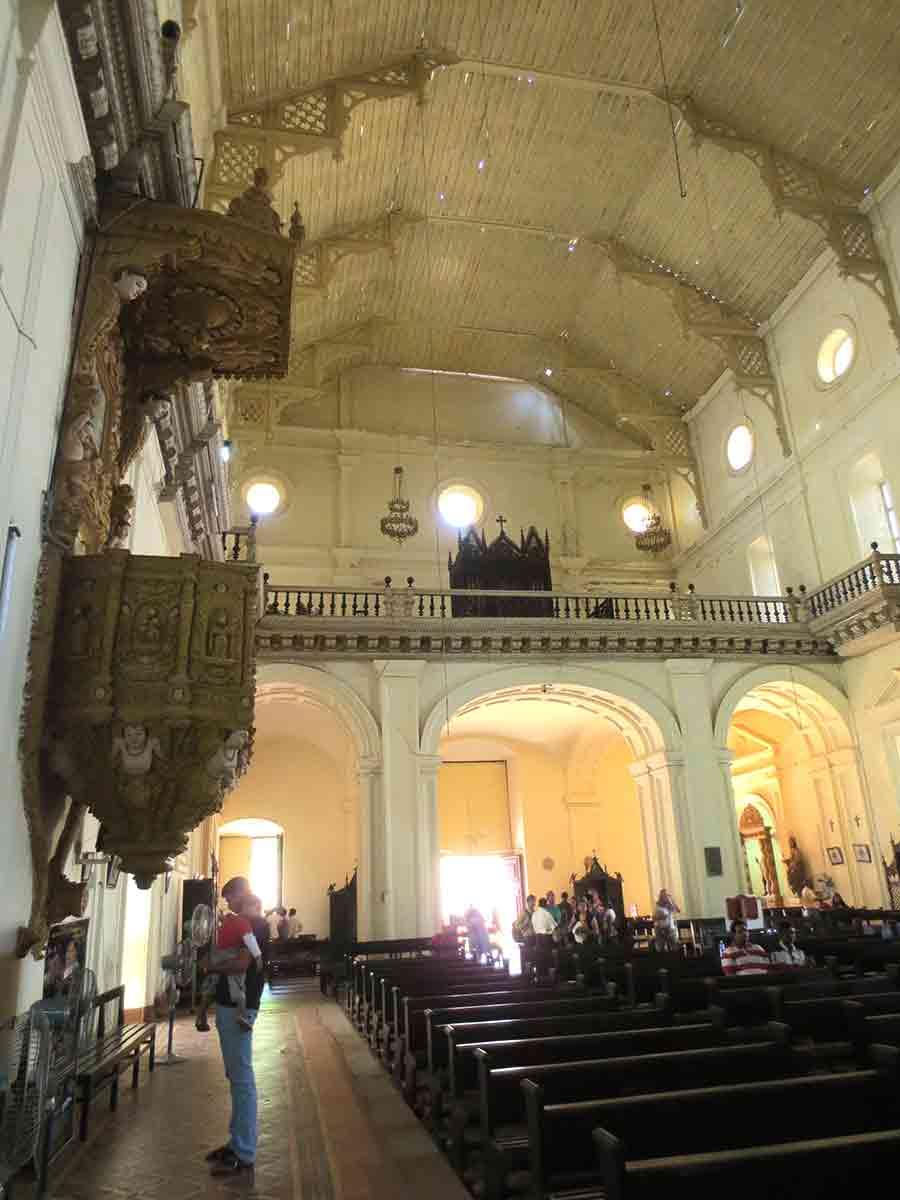 Interior de la Basílica del Buen Jesús