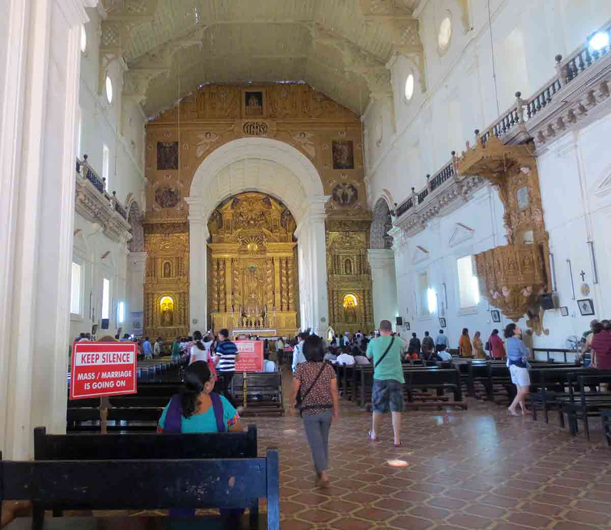 Interior Basílica Buen Jesús