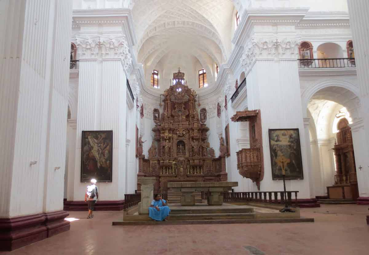 Interior Iglesia San Cayetano