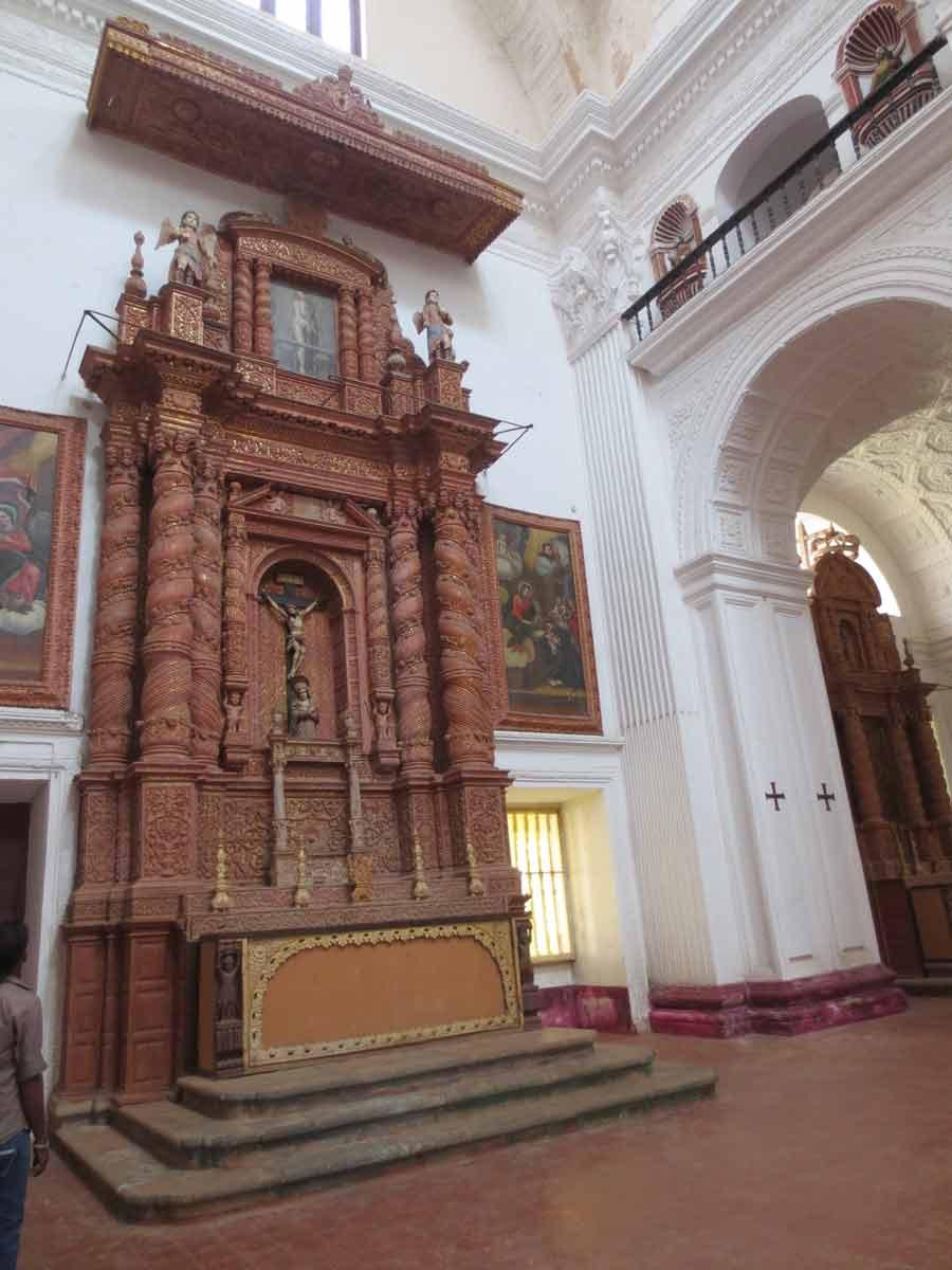 Altar lateral en San Cayetano de Goa